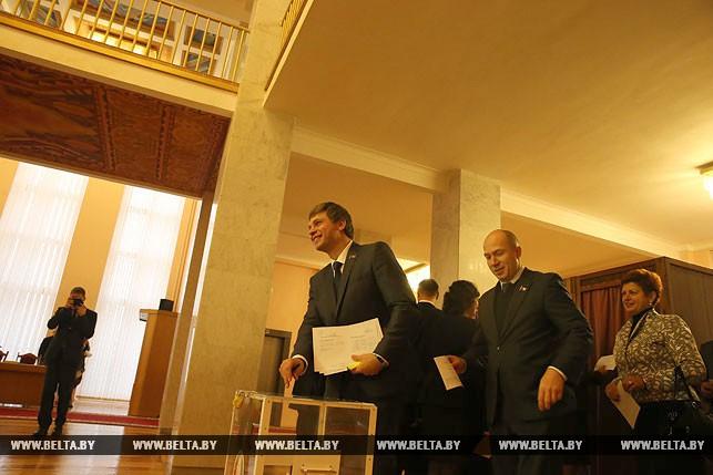 Первый рабочий день депутатов нового созыва, или Как они собирались на сессию Политика 11