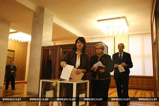 Первый рабочий день депутатов нового созыва, или Как они собирались на сессию Политика 13