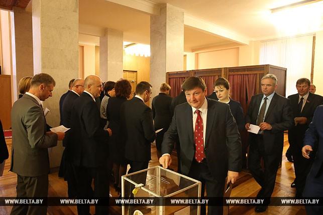 Первый рабочий день депутатов нового созыва, или Как они собирались на сессию Политика 16