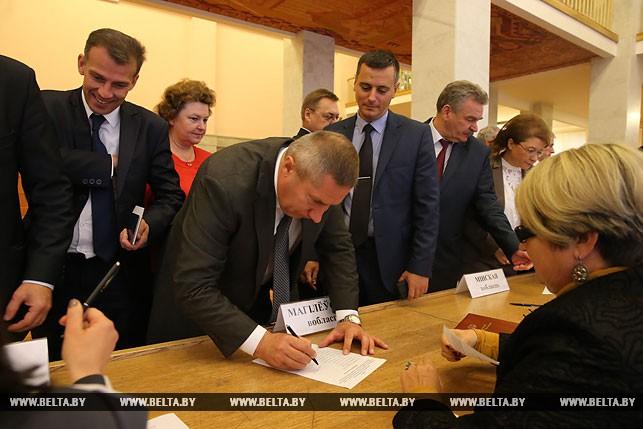 Первый рабочий день депутатов нового созыва, или Как они собирались на сессию Политика 9
