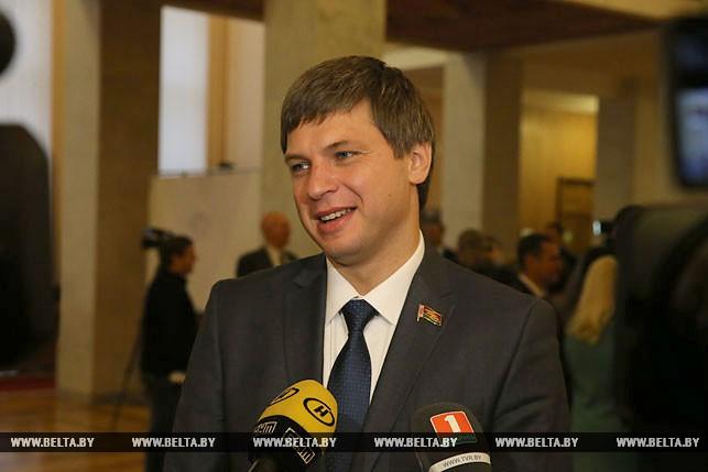 Первый рабочий день депутатов нового созыва, или Как они собирались на сессию Политика3