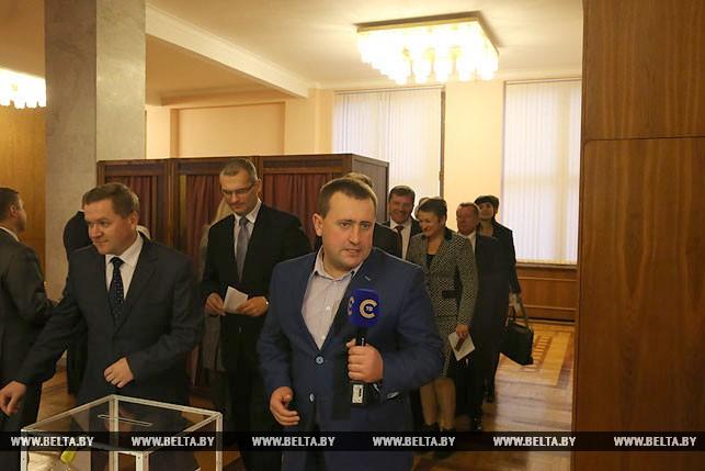Первый рабочий день депутатов нового созыва, или Как они собирались на сессию Политика 10