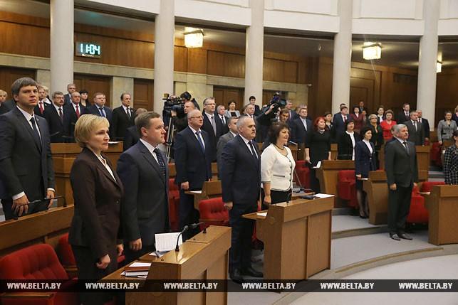 Первый рабочий день депутатов нового созыва, или Как они собирались на сессию Политика 14