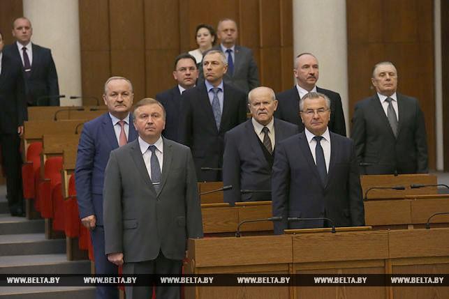 Первый рабочий день депутатов нового созыва, или Как они собирались на сессию Политика 5