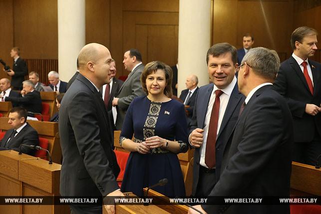 Первый рабочий день депутатов нового созыва, или Как они собирались на сессию Политика 7