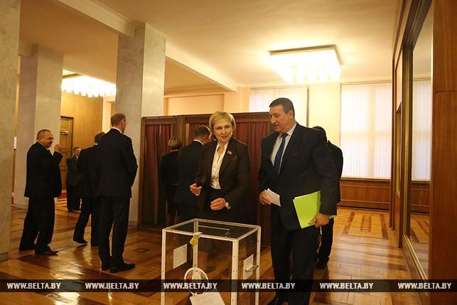 Первый рабочий день депутатов нового созыва, или Как они собирались на сессию Политика 12
