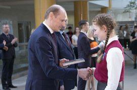Юным жителям Первомайского района торжественно вручили паспорта в Национальной библиотеке 15марта